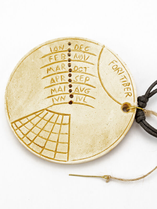 Sundial as roman chain