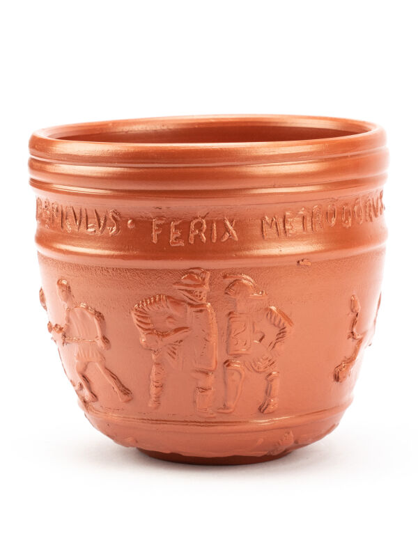Copa Priscus Gladiators, vaso de bebida romano con decoración en relieve